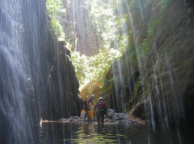 canyoning madeira walking in canyon river